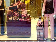 insegne negozi Quadrilatero della Moda, insegne negozi via Della Spiga, Milano
