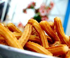 Los churros de patata se suelen diferenciar de LAS TRADICIONALES PORRAS en su forma (de palillo o lazo) en su tamaño (son más finos) y en la masa, a la que