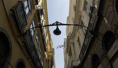 Datado do fim do século XVIII, o Arco do Teles é o que restou de uma antiga residência do Brasil Colônia. Localizado na Praça XV, no Centro do Rio, é o último dos muitos arcos que existiam na cidade. Leva o nome da família Teles de Meneses, proprietários de palácios, na praça XV.
