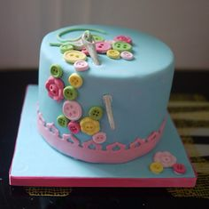 Adorable #fondant #cake #buttons