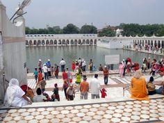 El ritual del baño en un templo Sij en Nueva Delhi,2009