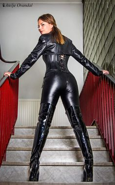 """""""Get on your hands & knees at my feet Mark Shavick! Sexy Outfits, Mode Outfits, Leather Corset, Leather Boots, Black Leather, Leather And Lace, Costume Chat, Sexy Stiefel, Jolie Lingerie"""