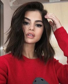 Selena Gomez Has a 'Secret Project' in the Works — and She Has a Shorter L. Selena Gomez Has a 'Se Short Shag Hairstyles, Long Bob Haircuts, New Haircuts, Layered Haircuts, Office Hairstyles, Easy Hairstyles, Anime Hairstyles, Stylish Hairstyles, Hairstyles Videos
