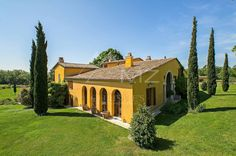 #FridayPic #Sale #VarBackcountry #TuscanStyle #SeaViews #18thChapel #LuxuryRealEstate #FrenchRiviera Charming villa of the 18th completely renovated in Tuscan style on 7.5 hectares of land, with a panoramic 360 ° view and sea glimpse. Swimming pool, pool house with sauna, guest house, paddocks and horse shelters, 18th Chapel. It is located in an absolutely quiet and peaceful area. Full story here: http://www.michaelzingraf.com/en/frenchriviera/var/var/Sale-Villa-Callian-83440