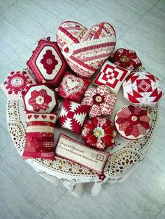 Red Pin Cushions Eye Candy [Made by Mercedes Urosa Alejandrino] #quilting #sewing