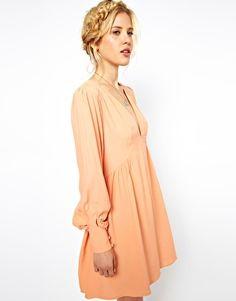 Imagen 1 de Vestido amplio con escote en V y detalle en la manga de ASOS