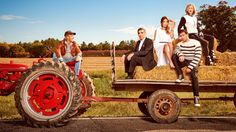 Pop TV has renewed the Schitt's Creek TV show for a third season. Watch a catch-up video at TV Series Finale. Do you plan to tune in for the second season premiere? Netflix Codes, Catherine O'hara, Schitts Creek, Season Premiere, Second Season, Book Show, Favorite Tv Shows, Tv Series, Monster Trucks