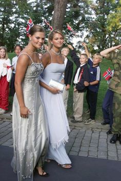 Crown Princess Victoria of Sweden and Princess Madeleine arrive for the pre-wedding banquet at Akershus Fortress, Oslo, August 24th 2001; wedding of Crown Prince Haakon and ms. Mette-Marit Tjessem Høiby, August 25th 2001