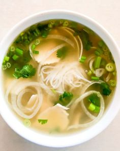 How to clean chicken for chicken pho Chicken Pho, Clean Chicken, Chicken Noodle Soup, Chicken Ideas, Chicken Recipes, Tai Food Recipes, Healthy Dinner Recipes, Noodle Recipes, Vietnamese Soup