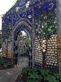 little castle bottle house – BuzzTMZ Wine Bottle Wall, Bottle House, Bottle Art, Earthship Home, Earth Homes, Natural Building, Enchanted Evening, Yard Art, Backyard Landscaping