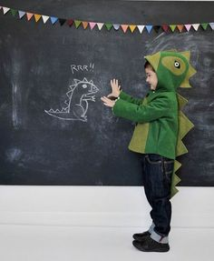 green dinosaur kids coat - The Cheeky Green Dinosaur Kids Coat is a perfect addition to your child's closet to make some ripples with fall and Halloween fast approachin. Costume Halloween, Infant Halloween, Halloween Kids, Costume Dinosaure, Dinosaur Costume, Ideias Diy, Toddler Costumes, Kid Costumes, Costume Ideas
