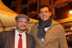 Mauri con Paco Alonso, ya por la tarde, durante la visita a la Feria Gastronómica en el centro de Elche