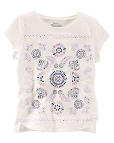 With a splash of sparkle and symmetry, this soft tee sits just right over skinny fit jeans.