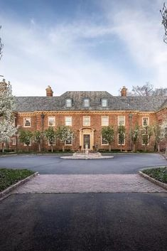 Grosse Pointe Michigan, Floor To Ceiling Cabinets, Colonial Mansion, Bluestone Patio, Slate Roof, Mansions For Sale, Bedroom With Ensuite, Sims House, Historical Architecture