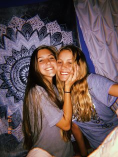 New fashion trends and outfits for teens and young women in spring and summer 2019 Tumblr Bff, Ft Tumblr, Best Friend Goals, My Best Friend, Best Friends, Cute Friend Pictures, Best Friend Pictures, Family Pictures, Picture Poses