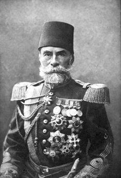"""93 Harbi'nde başarılarından dolayı ve Gediker Zaferi'nden sonra Sultan II.Abdülhamid Şark Ordusu Kumandanı #AhmedMuhtarPaşa'ya, bir kılıç, bir murassa Mecîdî nişanı, iki donanmış at ile birlikte """"Gazi"""" unvânını vermiştir. Turkish Soldiers, Turkish Army, Cthulhu, Qajar Dynasty, Empire Ottoman, Ottoman Turks, Crimean War, Long Beards, World War I"""