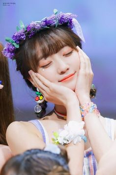 Cute Wallpapers Quotes, Summer Girls, Flower Crown, Kpop Girls, Pretty Girls, Girl Group, My Girl, Famous People, Idol