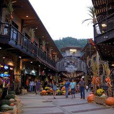 Gatlinburg. T.N - There are many restaurants, shops and attractions in Gatlinburg.