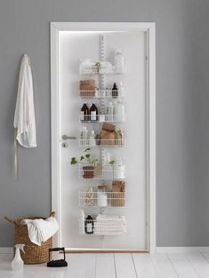 30 Wonderful First Apartment Decorating Ideas And Makeover. If you are looking for First Apartment Decorating Ideas And Makeover, You come to the right place. Here are the First Apartment Decorating . Bathroom Storage Solutions, Small Bathroom Organization, Small Space Bathroom, Simple Bathroom, College Organization, Bathroom Wall, Organization Hacks, Trendy Home Decor, Cheap Home Decor