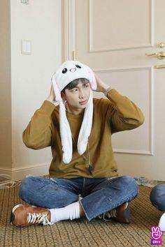 Kim Namjoon ☆ Vlive ☆ RUN BTS Season 3 ☆ Credits to the Owner ☆ Edit by cglassend Seokjin, Kim Namjoon, Mixtape, Park Ji Min, Jimin, Bts Bangtan Boy, Bts Taehyung, Foto Bts, Jung Hoseok