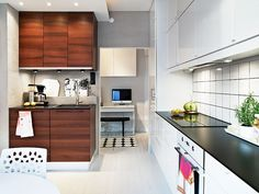 Use under cabinets in an extra large size (180 cm) to create extra storage space in the Small Kitchen Ideas Design.