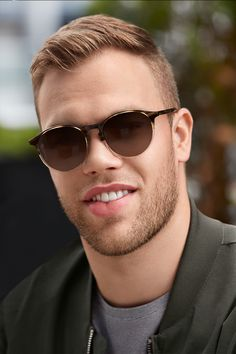 Taylor Hall wears Augusta Cliff. These men's sunglasses are all minimal yet masculine, nothing but smooth, clean lines and neutral tones. Choose between two-tone choices like Cliff and Carbon or seek out the desert-inspired Canyon. What's fun about these frames is their ability to work on any man, whether you wear them on the golf course or as a must-have vacation accessory.