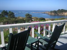 The view from a deck at Little River Inn takes in an expansive view of the coast. (George Medovoy photo)