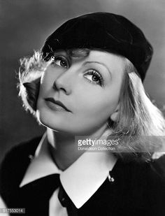 size: Photo: As You Desire Me, Greta Garbo, Portrait by Clarence Sinclair Bull, 1932 : Artists Marlene Dietrich, Brigitte Bardot, Vintage Hairstyles, Easy Hairstyles, Bob Hairstyle, Classic Hollywood, Old Hollywood, Hollywood Actresses, Pictures Plus