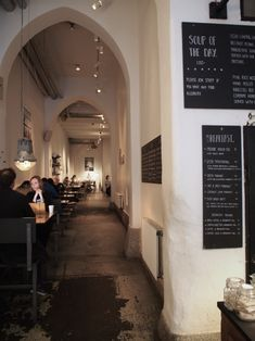 Eilen lupasin tärppejä Tukholmaan, ja tässä niistä ensimmäinen;tunnelmallinen aamiaispaikka. Koska en ole mikään laivamatkojen ...