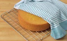 17. mai kake   Bløtkake i rødt, hvitt og blått   Oppskrift - MatPrat Sugar Bread, Cornbread, Cake Recipes, Ethnic Recipes, Food, Scandinavian, Millet Bread, Meal, Essen