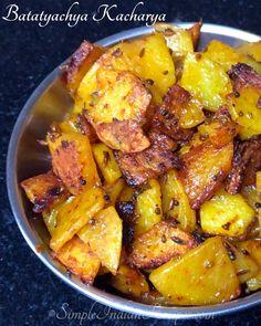 Vegetarian Side Dishes, Healthy Dishes, Maharashtra Food, Easy Indian Recipes, Ethnic Recipes, Maharashtrian Recipes, Raw Banana, How To Cook Potatoes, Few Ingredients