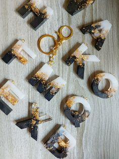 Epoxy Resin Art, Diy Resin Art, Diy Resin Crafts, Resin Molds, Diy Resin Keychain, Acrylic Keychains, Diy Crafts For Girls, Diy Arts And Crafts, Diy Resin Projects