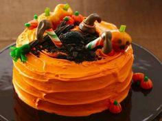 halloween tortendekorationen orange glasur kürbisse hexenbeine