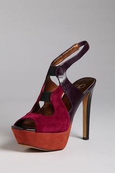 purty!  I can envision myself rocking these in miami with a nice flowing maxi dress...