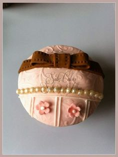 Vintage style cupcakes - by SabzCakes @ CakesDecor.com - cake decorating website