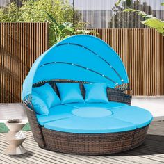 Wicker Rattan Round Daybed with Retractable Canopy (Blue Cushion)