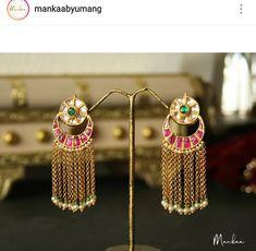 Jewelry Design Earrings, Gold Earrings Designs, Gold Jewellery Design, Small Earrings, Gold Jewelry, Jewelery, Indian Earrings, Indian Jewelry, Bollywood Jewelry