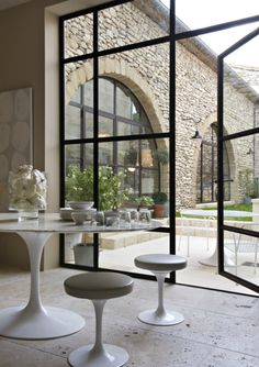 A Divine Dining Room. Interior Designer: Marie Laure Helmkampf.