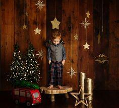 Christmas Minis, Rustic Christmas, Family Christmas, Holiday Photos, Christmas Photos, Christmas Themes, Photography Studio Setup, Christmas Photography Backdrops, Christmas Settings