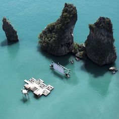 """Check out this incredible """"floating"""" cinema built for the Thai Film Festival and made entirely from recycled materials. Full details: http://bit.ly/Jtmbmh  http://www.facebook.com/ecorazzi"""