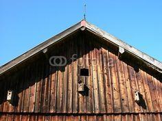 Giebel einer alten Scheune aus braunem Holz in Rudersau bei Rottenbuch im Kreis Weilheim-Schongau in Oberbayern