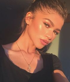 Can we just take a minute and ADMIRE zendaya thomas Makeup Skills This girl bea. - Make Up 2019 Mode Zendaya, Zendaya Style, Zendaya Fashion, Beauty Make-up, Beauty Hacks, Hair Beauty, Beauty Style, Beauty Secrets, Beauty Skin