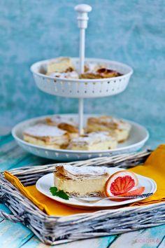 Kremówka na cieście francuskim czyli ulubione #ciasto papieża Jana Pawła II. Znana jest także jako Napoleonka, chociaż można doszukiwać się różnic w obu tych wypiekach.  http://dorota.in/kremowka-napoleonka/  #kuchnia #food #przepis