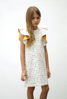 MOTORETA Manuela Dress domino Use tip top dress pattern with slimmed dress Little Girl Fashion, Little Girl Dresses, Toddler Fashion, Kids Fashion, Girls Dresses, Cool Kids Clothes, Lookbook, Kind Mode, Kids Shirts