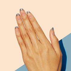 Glisten Up, glitter lovers! This look is the perfect way to sparkle this summer. Negative space plus your choice of glitter makes for a seriously gorgeous manicure. ✨✨ #paintboxmani #nailart #glitternails