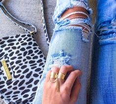 the bag, the rings, the jeans. all perfect! Fashion Photo, Boho Fashion, Womens Fashion, Style Fashion, Fashion Beauty, Autumn Winter Fashion, Spring Fashion, Fall Winter, Fade Styles