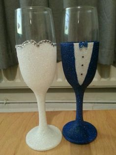 wedding glasses bride and groom glitter champagne flutes blue