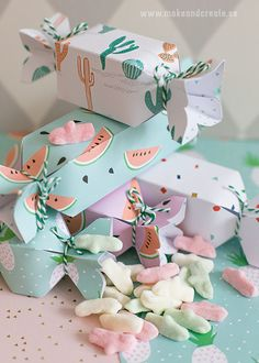 Candy favour boxes (via Make & Create)/