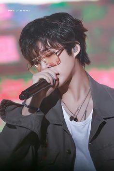 Hanbin I will always support you💛 Kim Hanbin Ikon, Chanwoo Ikon, Ikon Kpop, K Pop, Ikon Leader, Ikon Debut, Ikon Wallpaper, Kim Dong, Cute Pokemon