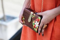 Carried this hand-painted, wooden box clutch from @chichouseco on day 3 of #AIFWSS17. Isn't it just so lovely! _  @desihighstyle _ #headtiltxchichouse #boxclutch #wooden #handpainted #bagsbyank #fashionweek #whatiwore #outfitdetails #styleblog...